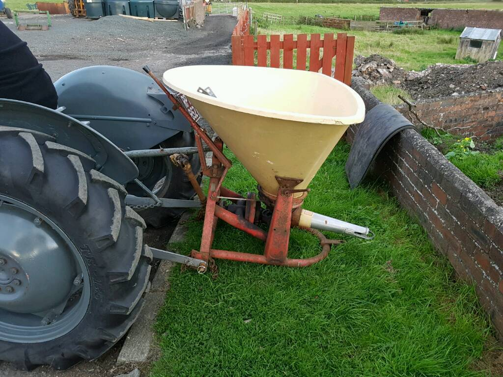 Tractor pto driven Vicon wagtail fertiliser salt spreader