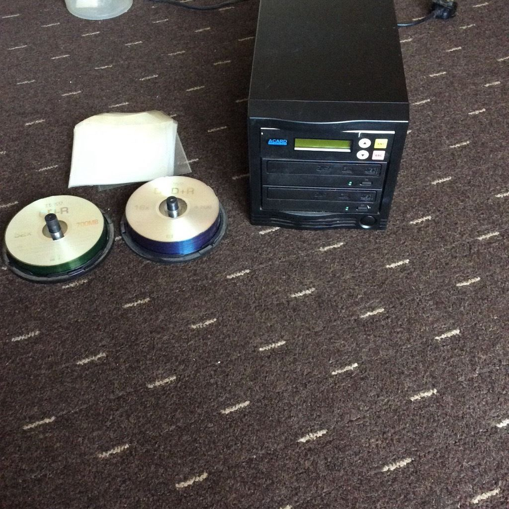 Acard cd/DVDs copier comes with blank CDs and DVDs and wallets