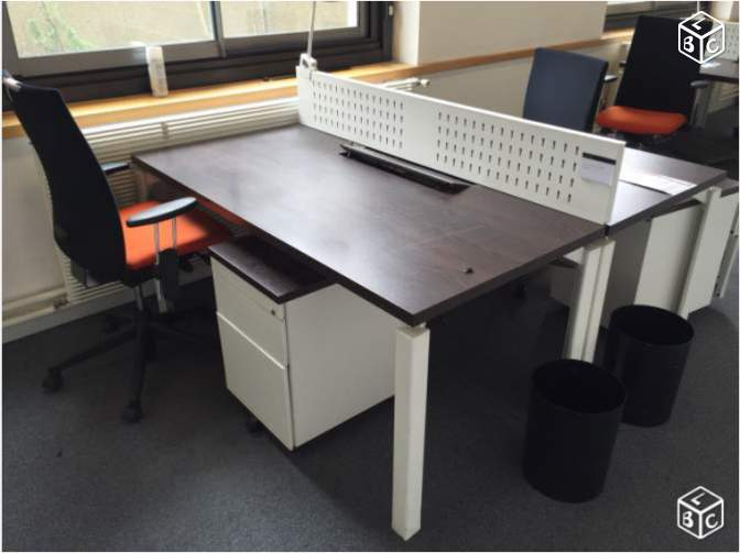 Bureau avec separateur Call center haworth