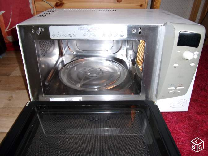 Four micro-onde grill Whirlpool Talent Compact