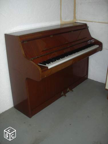 Piano droit BENTLEY --tc67