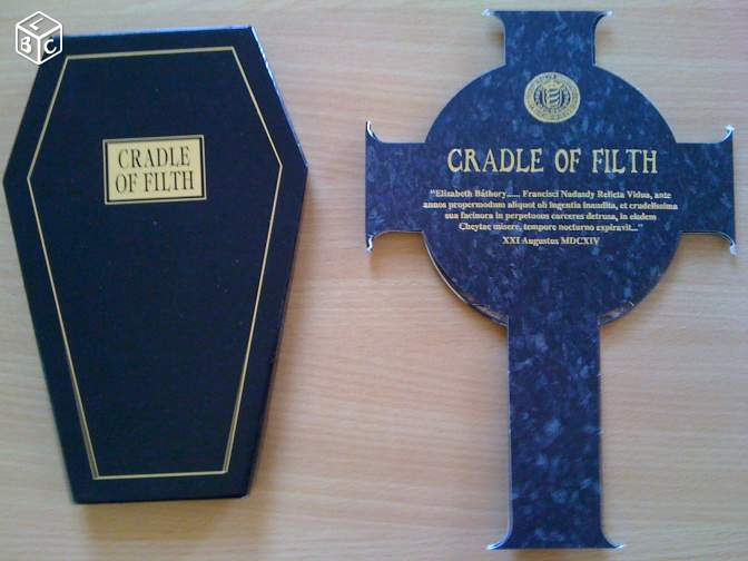 Coffin box et celtic cross de cradle of filth