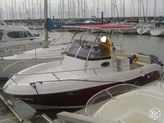 Bateau pacific craft 8m