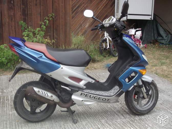 Scooteur peugeot speedfight 2 liquide