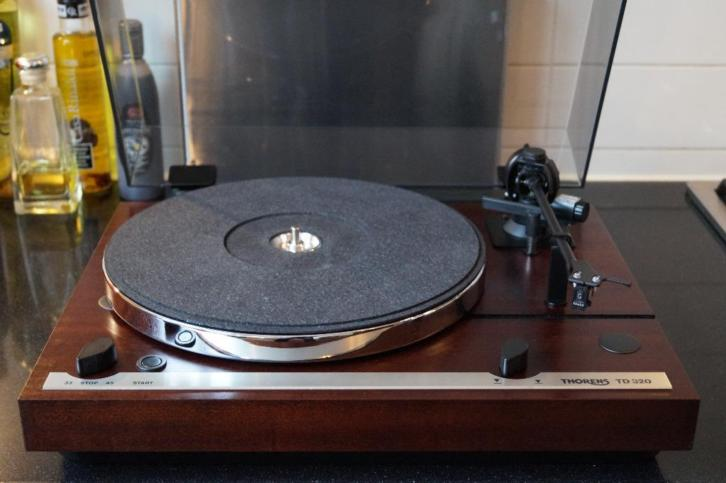 Thorens TD 320 in perfecte staat