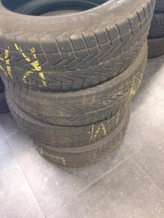 4x losse winterbanden Vredestein 235/60R17