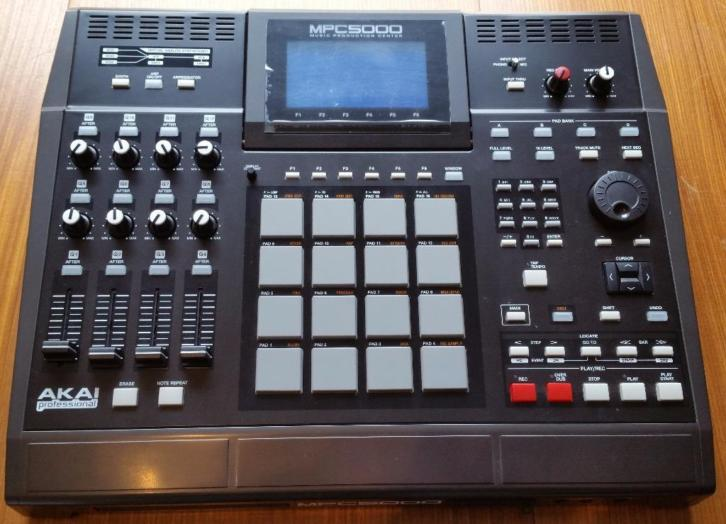 AKAI MPC5000 MIDI sampling drum machine