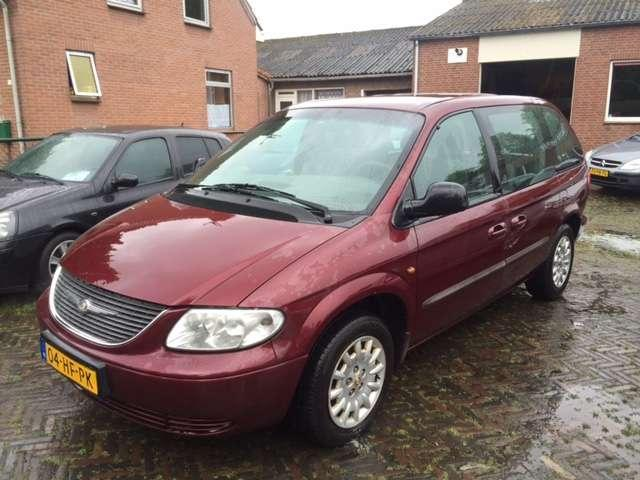 Chrysler Voyager 2.4i SE 7-PERSOONS AIRCO ELC.RAM BJ 2001