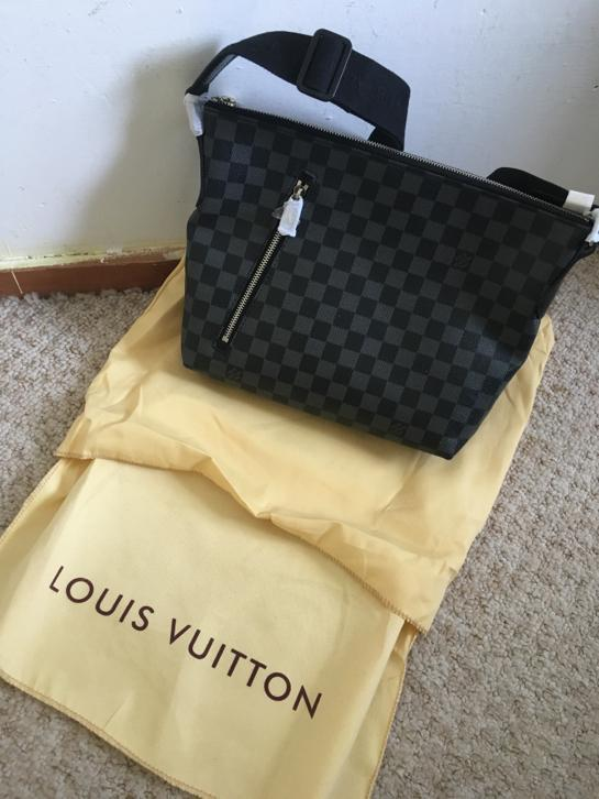 175cd5ef405 Louis vuitton tas heren - Passport - Toilet - Mick PM - Tweedehands ...