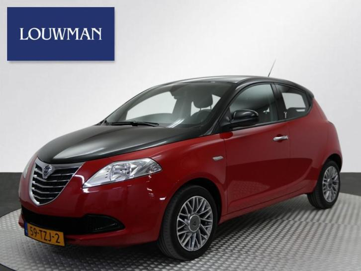 Lancia Ypsilon 0.9 TWINAIR BLACK & RED (bj 2012)