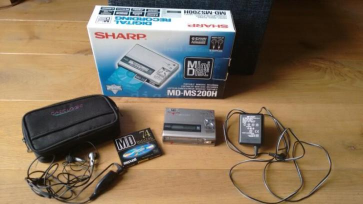 Portable Sharp minidisc recorder MD-MS200h
