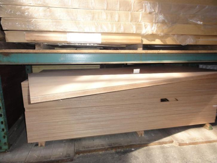 Okoume deurplaten 215x95 €100,- incl. BTW