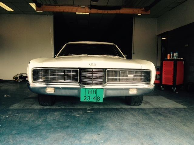 Ford Country Squire 6.6 l V8 benzine Edelbrock Streethugger