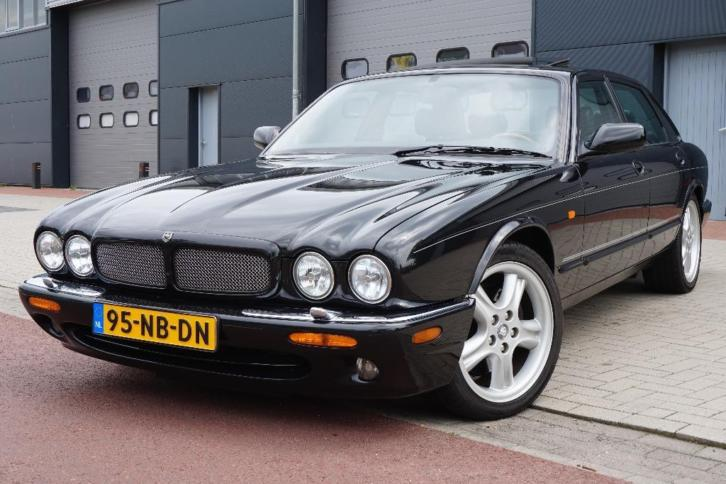 Jaguar XJR 4.0 Supercharger V8 2000 Zwart Youngtimer
