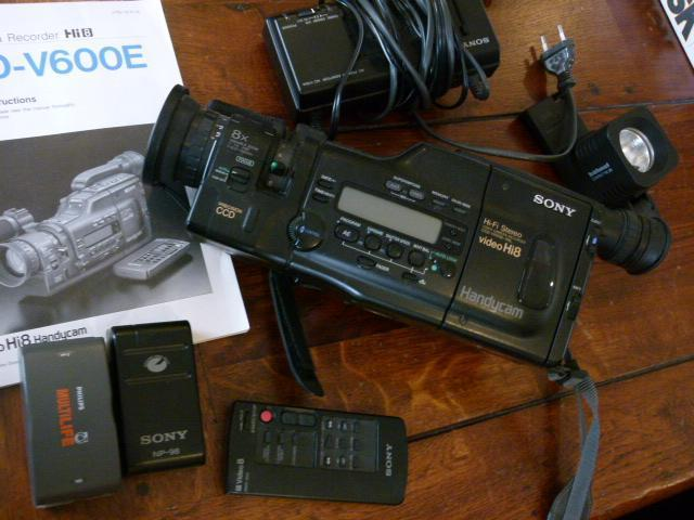 CCD-V600E Sony Video Camera Recorder Hi8 videocamera