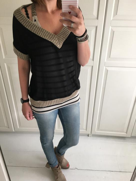 10days doorschijnende off shoulder top met v-hals. 10 days