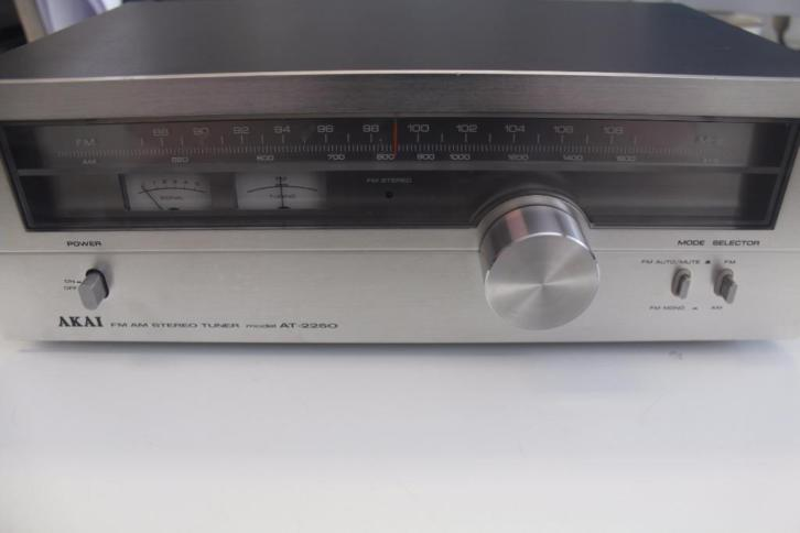 G059-Vintage Akai AT-2250 FM/AM Stereo Tuner (1978)