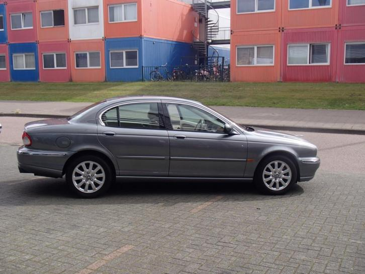 Jaguar X-Type 2.5 V6 Executive AUT 4WD 2002 Grijs