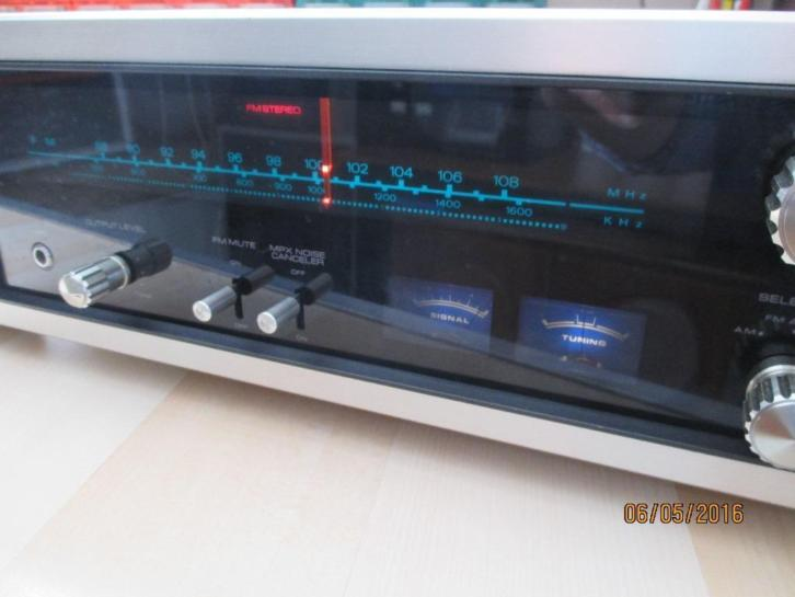 Akai AT - 550 AM / FM Stereo Tuner ------Vintage ------
