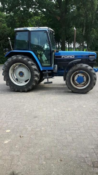 Ford New Holland 8240