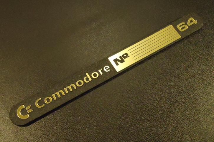 Commodore C64 GOLD Sticker / Badge / Logo 11x1,1cm[241c]