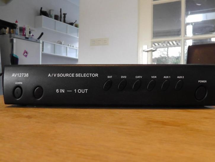 Audio / video source selector 6 in - 1 out
