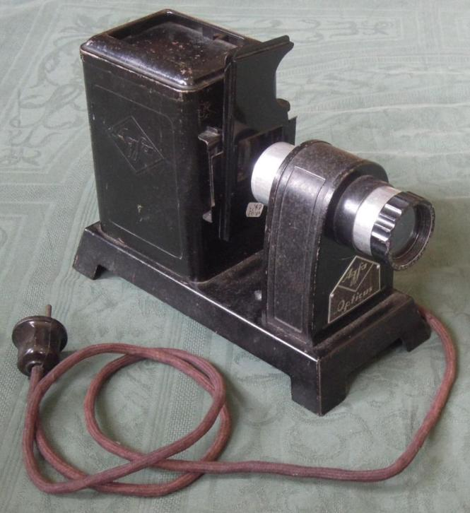 Nr. Y593: Antieke zwarte Agfa Opticus diaprojector