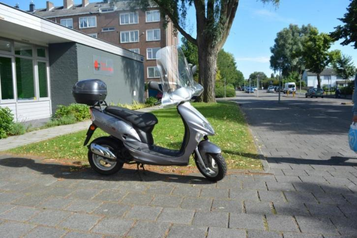 Kymco Vitality 50 Grijs Snorscooter
