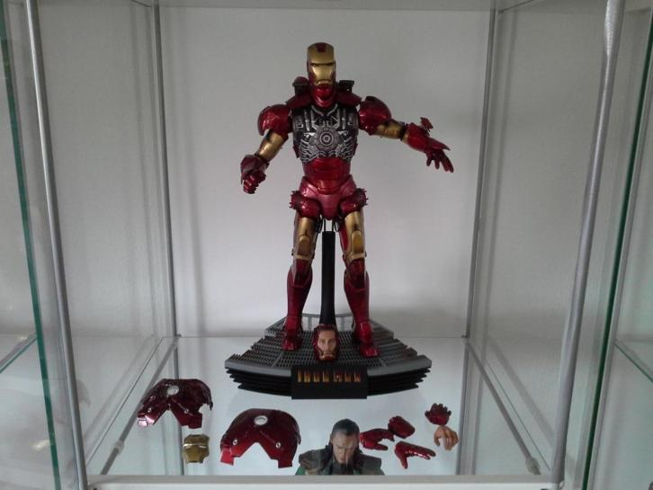 Hot toys iron man lll Battle Damaged