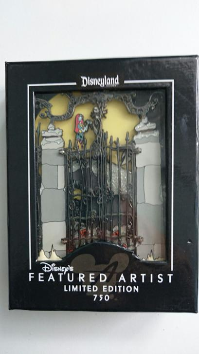 Pin jumbo Nightmare before Christmas Disney limited edition