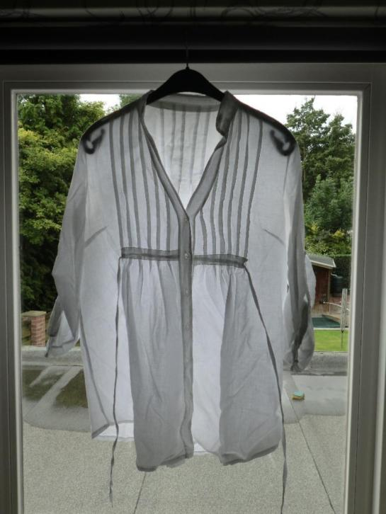Witte, zomerse blouse