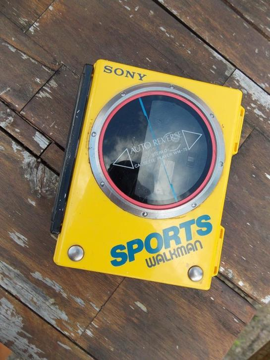 sony walkman wm75 geel vintage