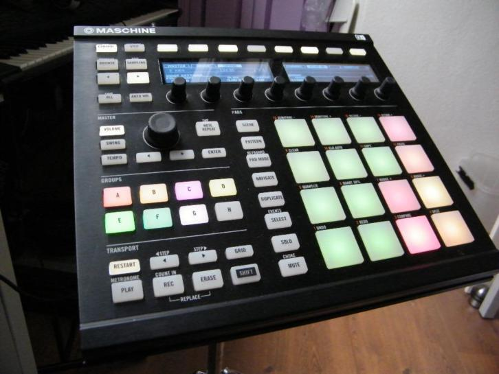 Native Instrument Maschine MK2 black inc. Maschine stand