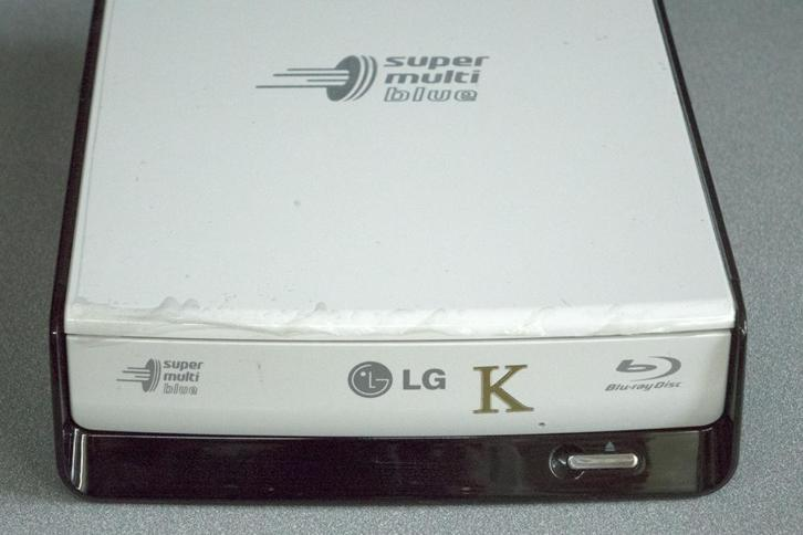 LG SUPER MULTI BLUE external Blu-ray Disc Rewriter BE12