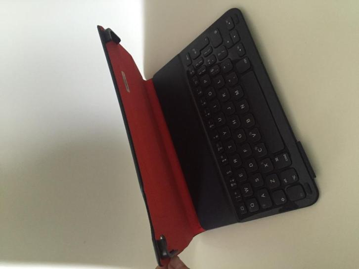 iPad Air 1 Logitech Bluetooth Toetsenboard in blaauw/rood