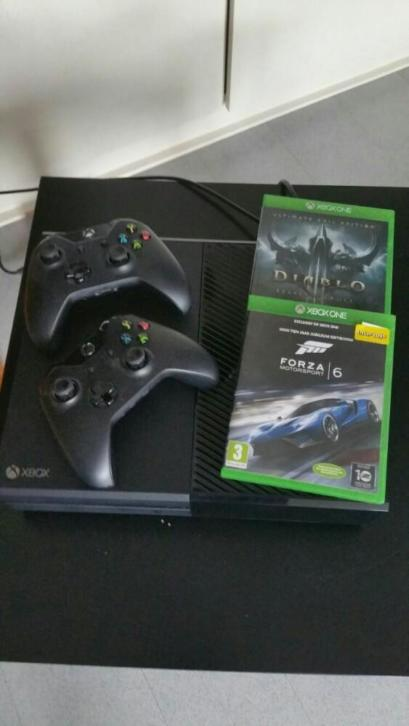 xbox one 1TB + 2 controllers + 3 games
