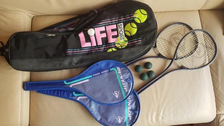 2 Dunlop Power Play squash rackets, 4 ballen en draagtas