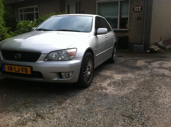 Lexus IS 200 2.0 Business 2003 zilvergrijs 261.000km