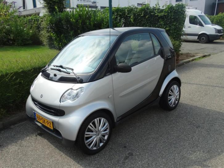 Smart Fortwo coupé 0.7 PURE AUTOMAAT PANORAMADAK (bj 2006)