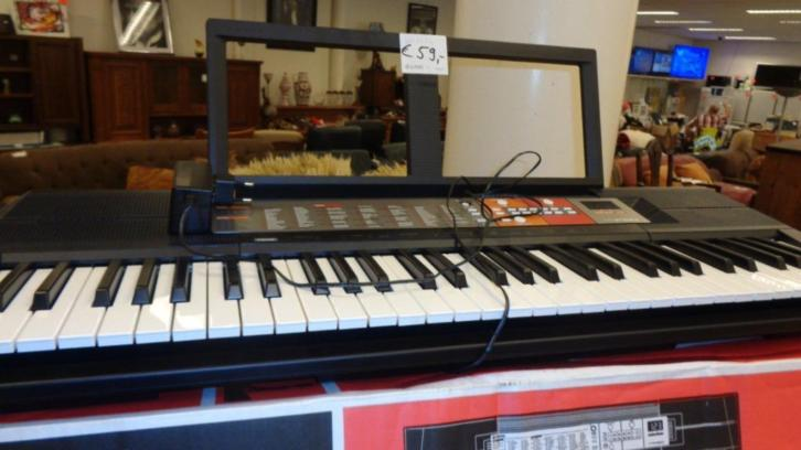 Keyboard digital Yamaha PSR F50