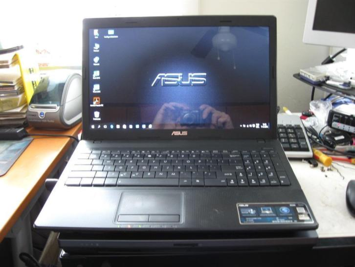 Prima ASUS laptop I3 X54H 320 gb hd en 4 gb geh.