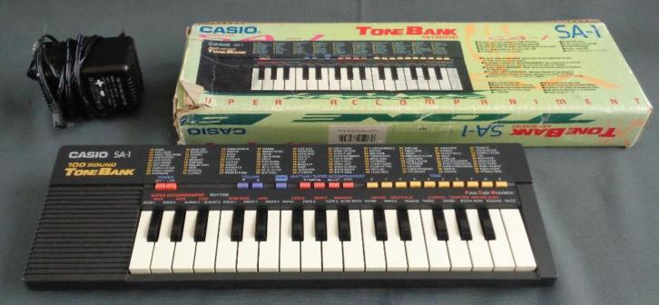 CASIO SA-1 100 Sound tone bank keyboard