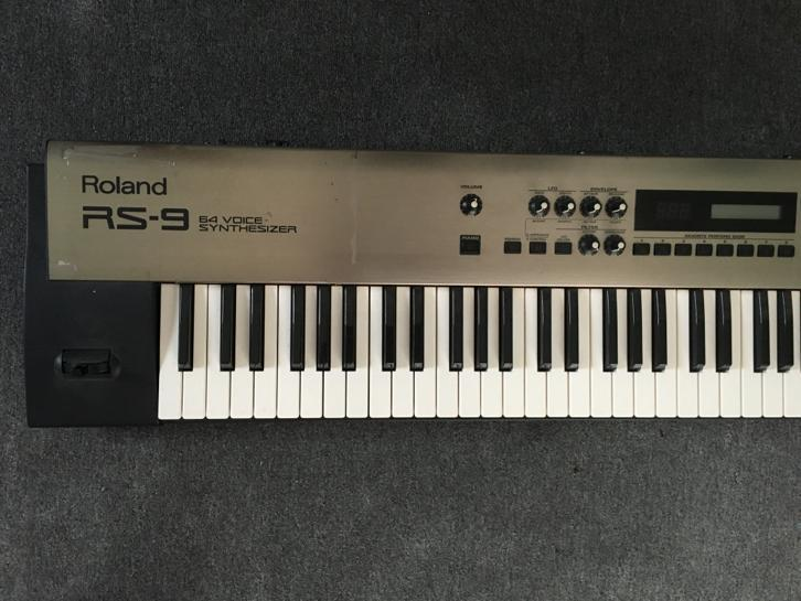 Roland RS9 Synthesizer