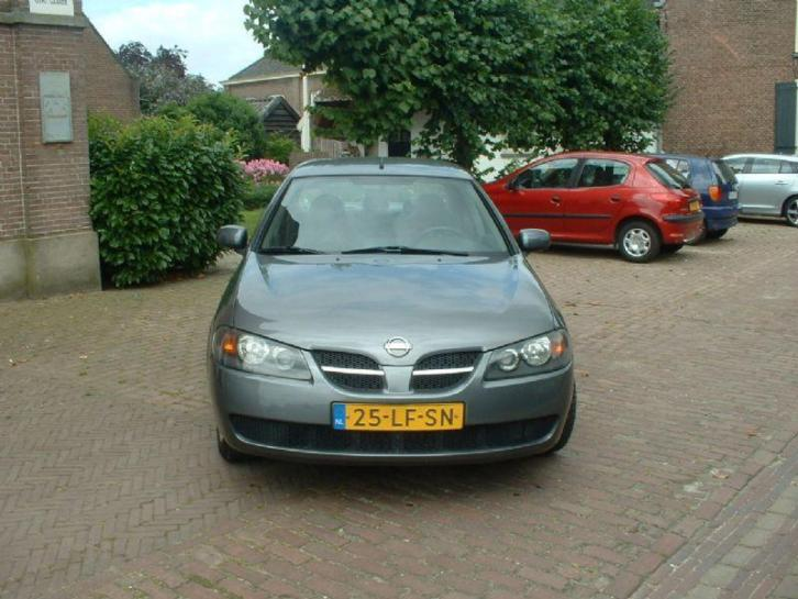 Nissan Almera 1.5 luxury (bj 2002)