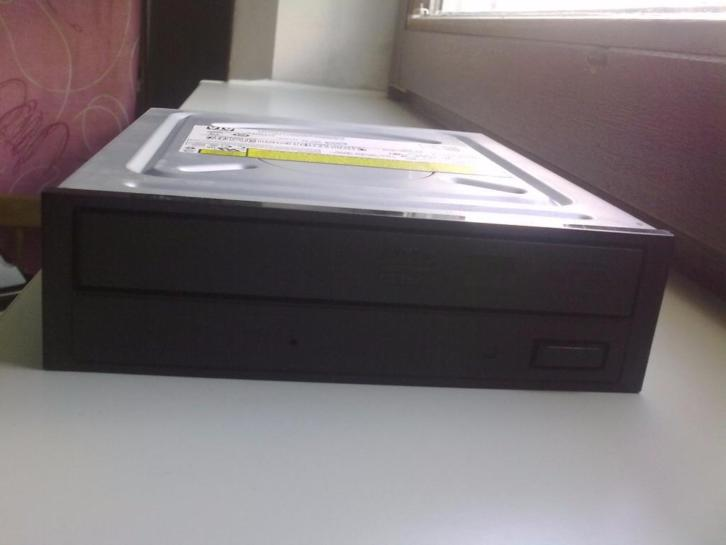CD / DVD-ROM (brander) ~ Sony NEC Optiarc Inc. AD-7200S SATA
