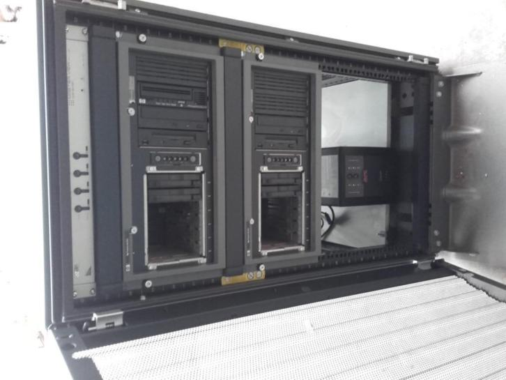 2x hp proliant server in HP patchkast / serverkast