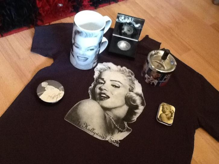 Marilyn Monroe items