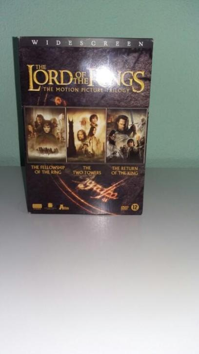 lord of the rings dvd box.