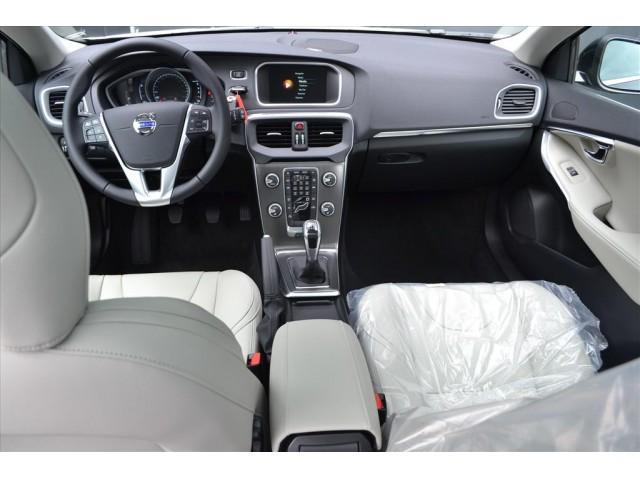 VOLVO V40 D2 / SUMMUM BUSINESS / 14% Bijtelling