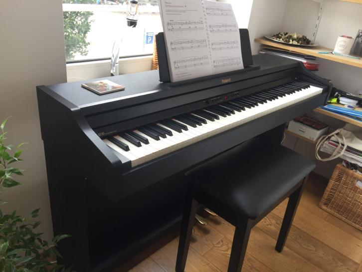 Roland Digital Piano RP301 + chair + headphones